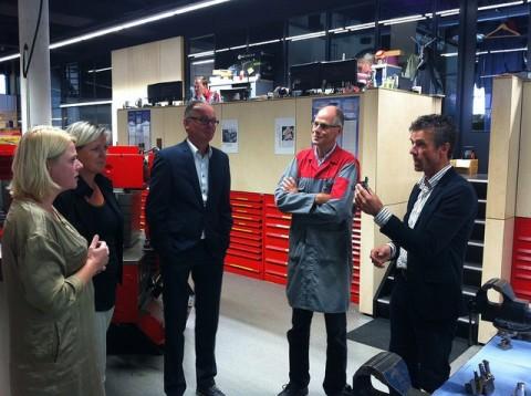 Tweede Kamerlid Anne Wil Lucas bezoekt Fijnmechanica | Centrum Duurzaam