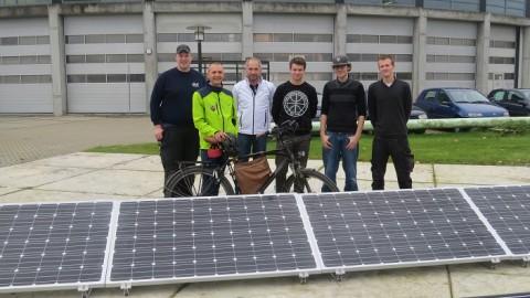 Technische studenten realiseren proefveld zonnepanelen Centrum Duurzaam
