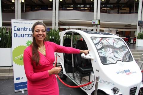 Frisian Eco Car in stadshal Gemeente Leeuwarden