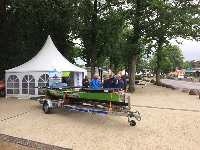 Studenten ROC Friese Poort met solarboot op Emotiondag Appelscha