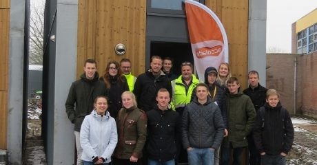 Bouwstudenten ROC Friese Poort bezoeken tiny house in Sneek