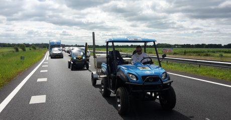 Elfwegentocht parade met waterstofauto en Frisian Eco Car van ROC Friese Poort