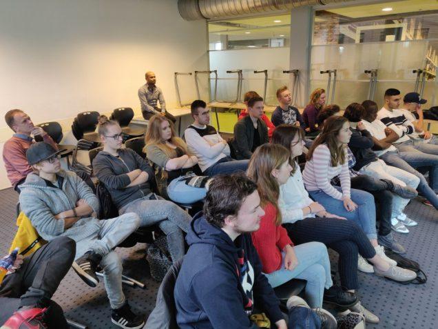 Retailstudenten Sneek leren over luchtgordijn en led-verlichting