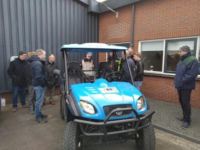 Bezoekers genieten van Frisian Eco Car en waterstofauto tijdens open dag Frisian Motors