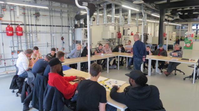 Studenten AOK – SMG maken kennis met woningverduurzaming in Duurzaam Doen Huis