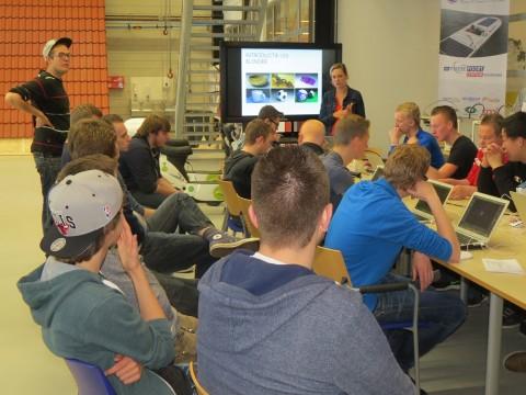 Studenten ICT Sneek kijken met 3D workshop over grenzen eigen vakgebied heen