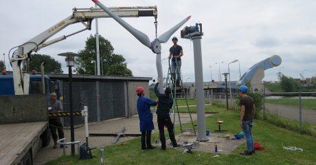 Studenten ROC Friese Poort plaatsen WES Tulipo windmolen