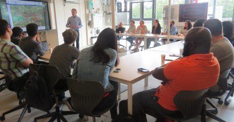 Studenten Groningen Energy Summer School in Duurzaam Doen Huis