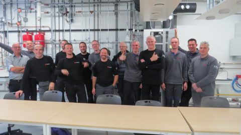 Medewerkers beheer en onderhoud Strukton Worksphere tijdens toolbox in Duurzaam Doen Huis