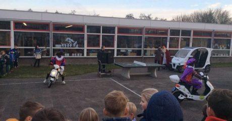 Duurzame Sinterklaas bezoekt speciaal basisonderwijs Sjalom Drachten