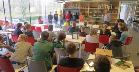 Volop ideeën leerlingen CSG Bogerman over gedenkteken sluis Terherne