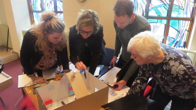 Presentaties over nieuwe huiskamer Patyna door studenten Dienstverlening