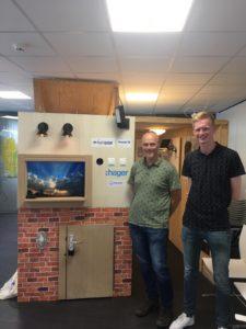 Studenten Elektro leveren domotica-maquette op tijdens Thús innovatieweken 4