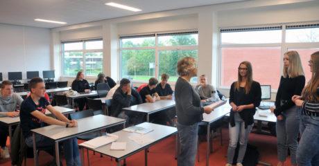 Retailstudenten Friese Poort overhandigen duurzaamheidsresultaten aan Elkenien Grien