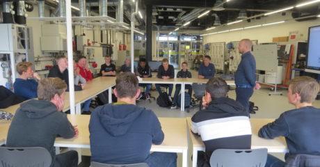 Timmerman-studenten ROC Friese Poort leren duurzame beginselen in Duurzaam Doen Huis