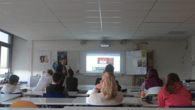 Studenten Mediavormgeving oefenen met 3D-printing