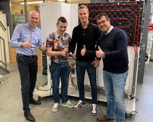Studenten ROC Friese Poort vervangen warmtepomp in Duurzaam Doen Huis