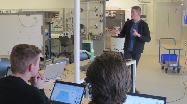 Studenten Werktuigbouwkunde volgen workshop 3D-printing