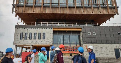 Excursie langs Swettehûs, Energiecampus en De Fabriek voor studenten bouw en elektro