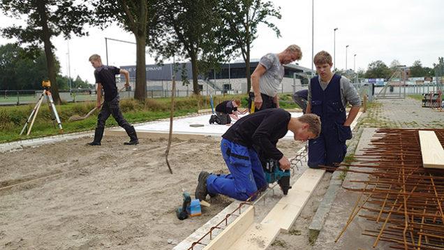 Studenten ROC Friese Poort bouwen onderhoudsgebouw voor FC Burgum
